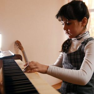 Benefits of playing the piano for children